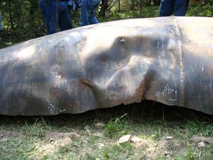 300x225 8/26/08 #13 -Different view of the possible failure origin after the pipe was turned over., in Pilot Grove, MO PEPL explosion, by John S. Quarterman, for SpectraBusters.org, 25 August 2008