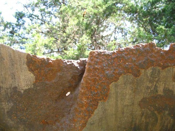 600x450 8/25/08 #11 -Close up of external corrosion on the possible origin site., in Pilot Grove, MO PEPL explosion, by John S. Quarterman, for SpectraBusters.org, 25 August 2008